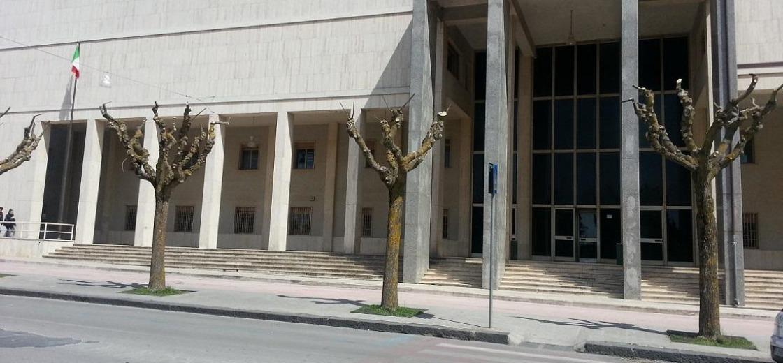 Le impediscono ingresso in tribunale a Enna, solidarietà alla collega